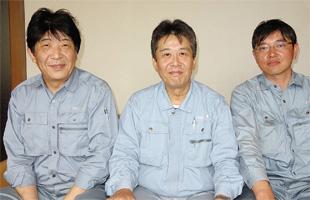 金海明彦社長(中央)、中村宗彦営業開発部長(左)、河村武明営業開発課長(右)