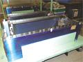 車両内のシート下に設置されるケコミ板(SUS304製)