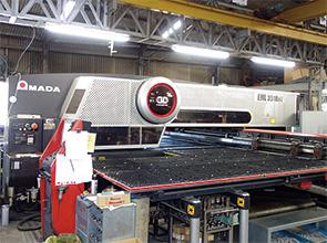 画像:鉄道インフラを支えるスイッチギアを製造