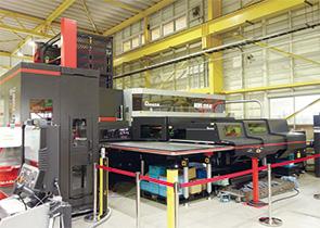 画像:アルミ車両の内装部材加工で貢献する