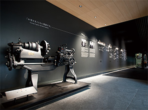 画像:創業の精神と金属加工の歴史を伝える