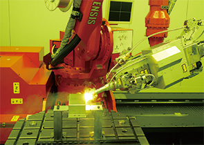 画像:ファイバーレーザ溶接への工法転換を推進