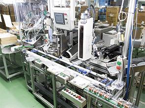 画像:サーボプレス+サーボ搬送のロボットラインを構築