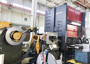 画像:トランスミッション系部品の量産に自動化プレスラインで対応