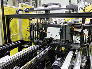 画像:順送ライン・ロボットラインで 計8台のサーボプレスを活用