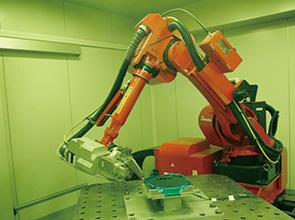 画像:Web・ロボット・AI、先端デジタル技術をフル活用