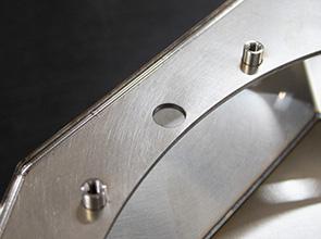 画像:ノンスキルドオペレーションにより溶接工程の負荷を分散